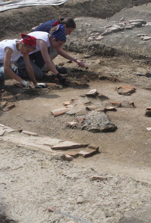 Archeologi riportano alla luce reperti romani nell'area archeologica di Claterna